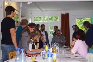Sedaghat Jabbari während des Kalligrafieworkshops in Nordfriesland