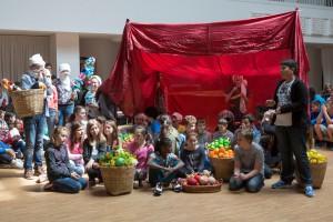 """Kinder bei der Stadtteiloper """"Sehnsucht nach Isfahan"""" in Bremen"""