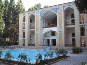 By Fabienkhan CC BY-SA 2.5, https://commons.wikimedia.org/w/index https://creativecommons.org/licenses/by-sa/2.5/ Page: https://commons.wikimedia.org/wiki/File:Bagh-e-fin_kashan.jpg#/media/File:Bagh-e-fin_kashan.jpg